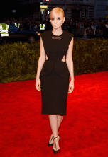 best-carey-mulligan-looked-simple-and-chic-in-a-black-balenciaga-dress-and-tiffany-jewels