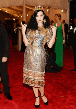 worst-this-dolce-and-gabbana-look-didnt-crown-katy-perry-as-one-of-the-nights-best-dressed