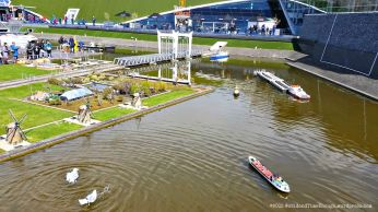 The grounds of Madurodam. At the foreground, real live gulls for comparison.