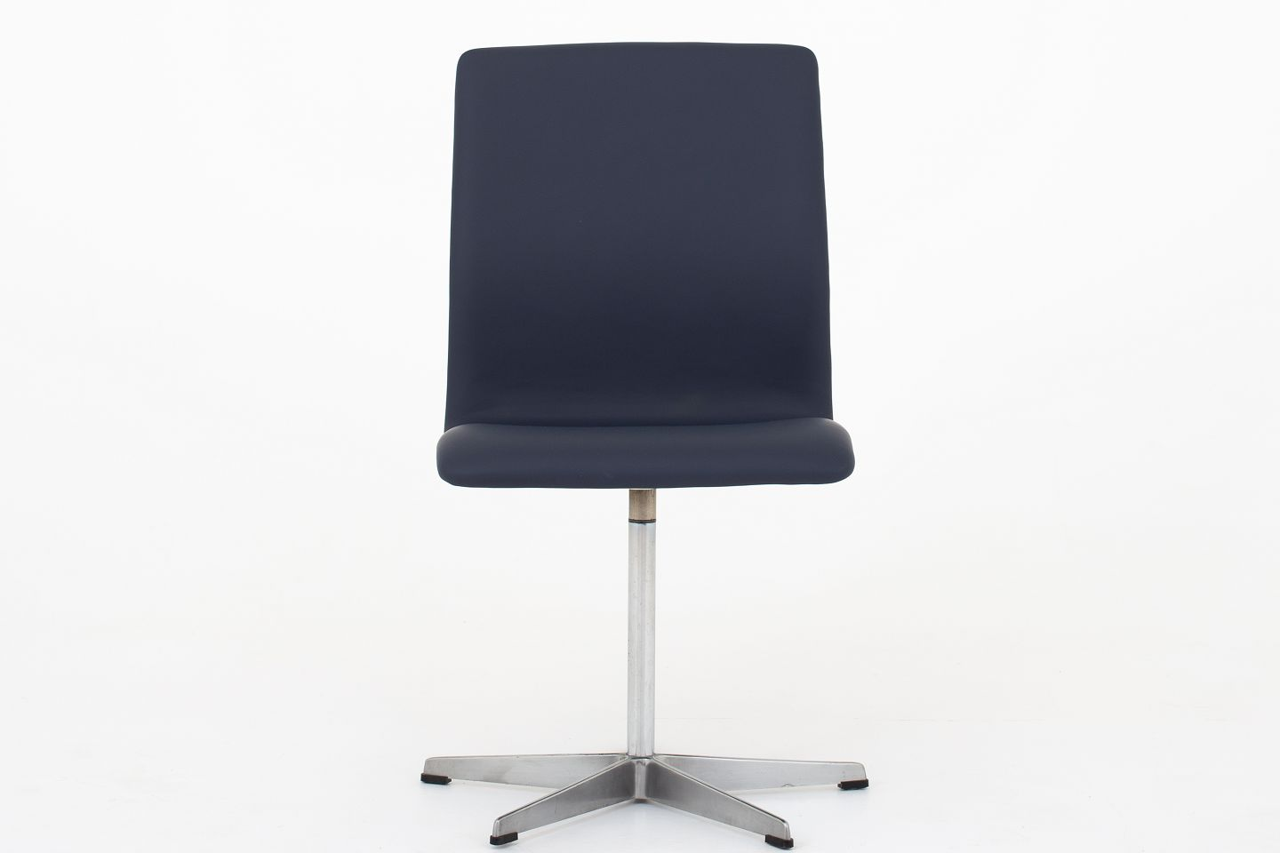 Fritz Hansen Chairs Arne Jacobsen Fritz Hansen Aj 3171 Oxford Chair Reupholstered In Dark Blue Leather Savanne Royal Blue On An Aluminum Frame Klassik Offers