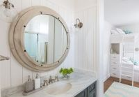 Nautical bathroom mirror: special aspects of the sea style