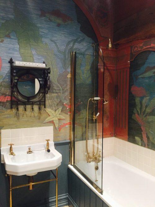 Dewsall Court bathroom