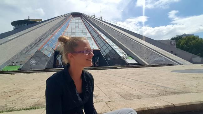 Schön nicht, aber definitiv einzigartig - die Piramida von Tirana! :-)