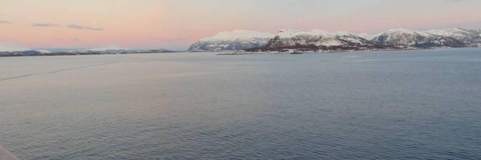 Polarkreis calling 2/10: Alesund – und das Geheimnis um die Kotztüten