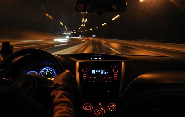 夜のドライブは注意をして