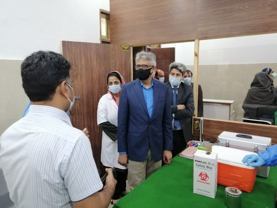 Dr Faisal visits COVID-19 vaccination centers