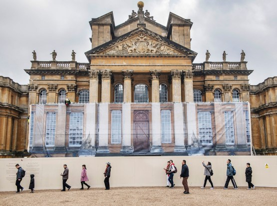 © Mark Hemsworth. 27/01/2017. BLENHEIM PALACE, OXFORDSHIRE UK. Chinese tourists walk past the renovations. Renovation of the front steps at Blenheim Palace will take place under wraps. A special cladding has been commissioned to hide the renovations and to preserve the front facade of the Palace for the many visitors to the World Heritage site . Photo credit: MARK HEMSWORTH