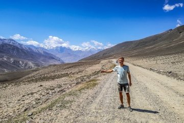 hitchhike the pamir highway