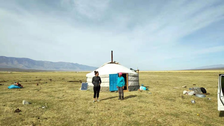 hitchhiking in mongolia