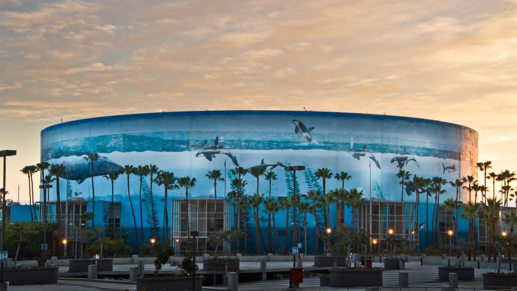 Long Beach Visitors Guide Wyland Whaling Wall: Long Beach City Guide