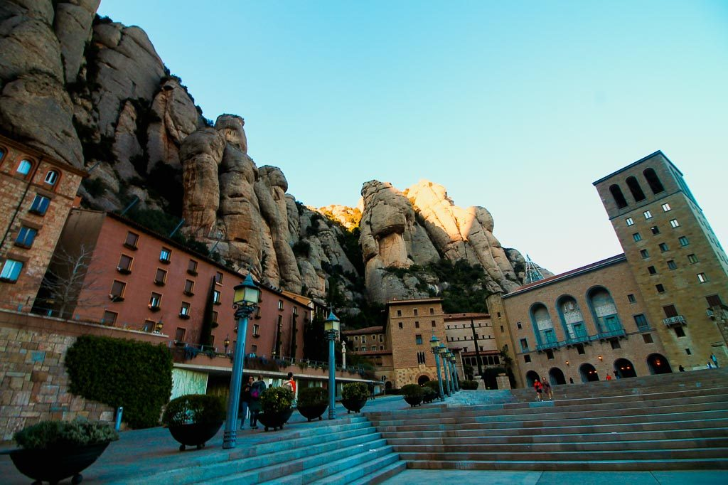 montserrat tour from barcelona, day trip from barcelona to montserrat