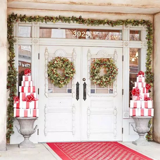 The Grinch 60 Beautifully Festive Ways To Decorate Your Porch For Christmas