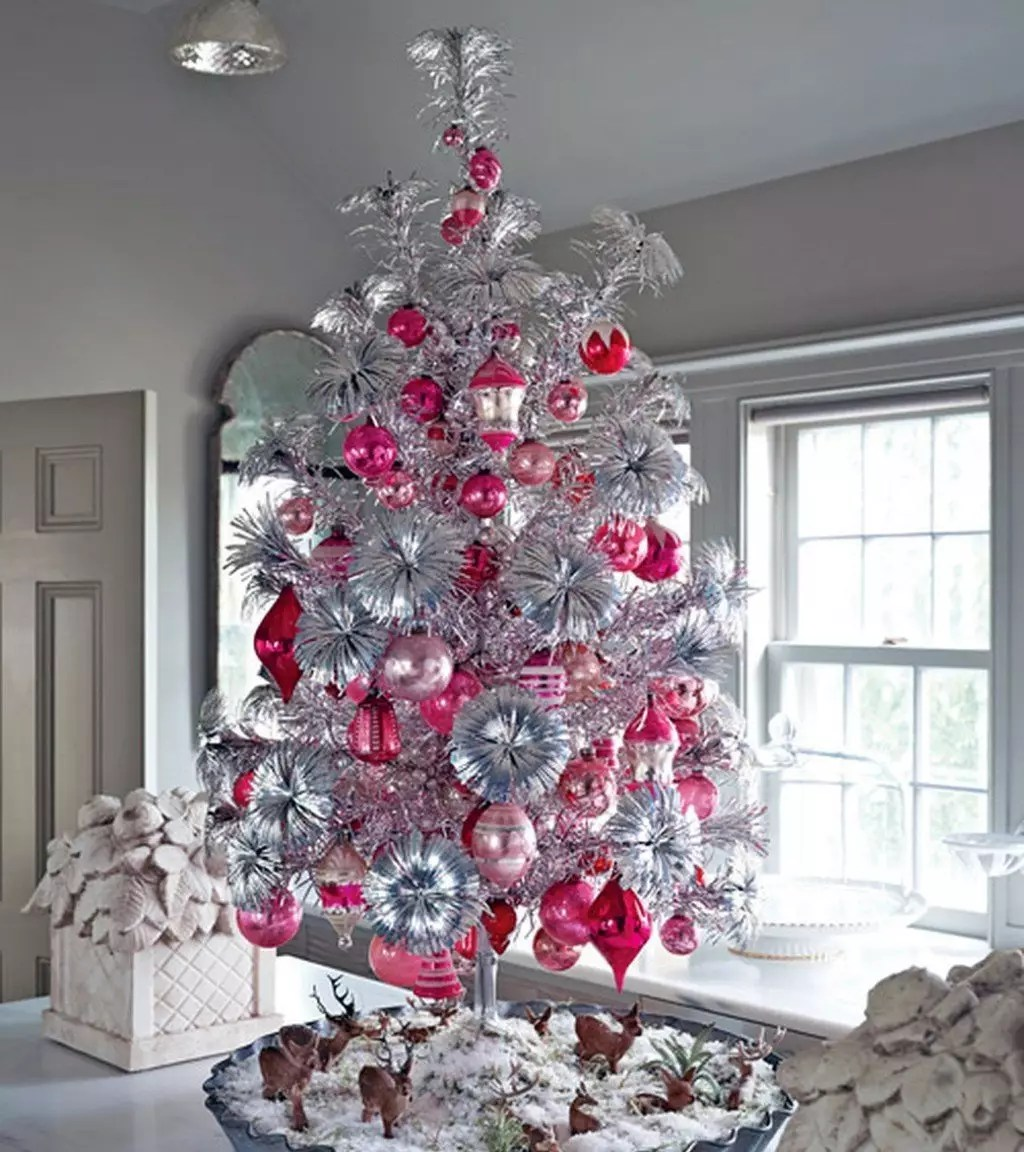 Best Color Schemes To Decorate Your Christmas Tree This
