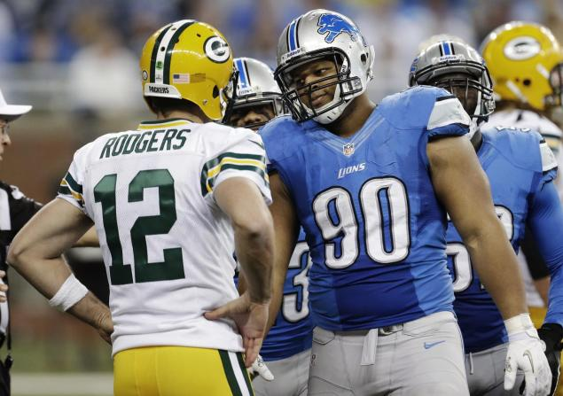 Packers Quarterback Aaron Rodgers (12) Lions Defensive Tackle Ndamukong Suh (90)