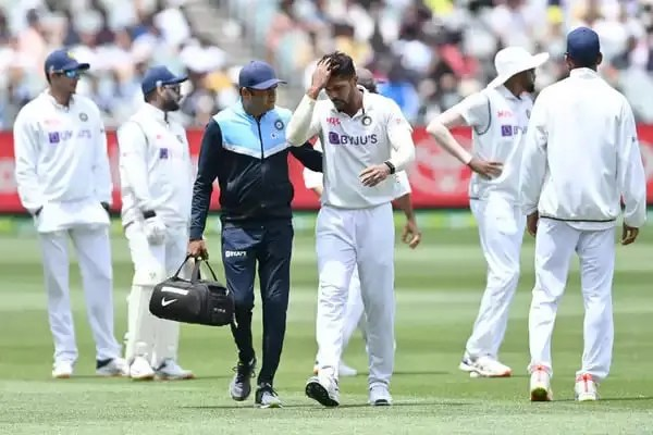 Umesh Yadav Injured His Calf Muscle On The 3Rd Day On The Second Test Match