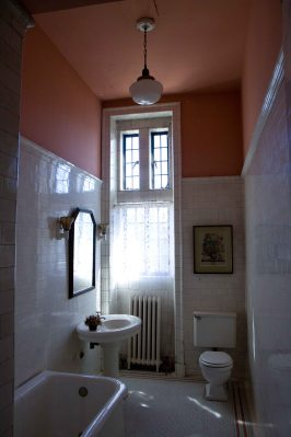 Casa Loma - bathroom