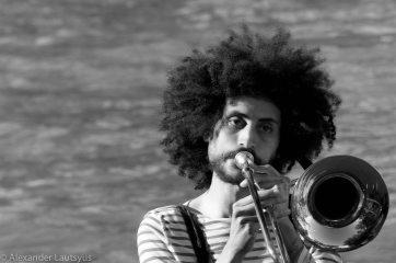 А я играю на тромбоне...