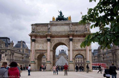 Лувр, Триумфальная арка