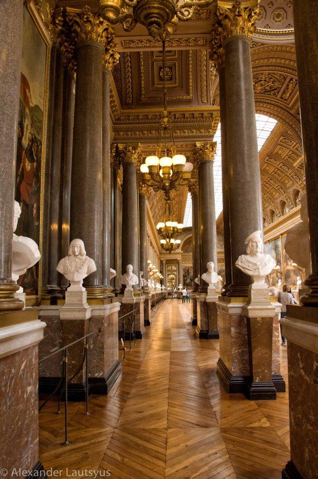 Скульптуры в галерее Баталий