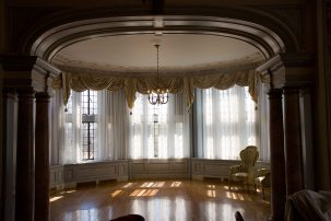 Casa Loma-Sitting room