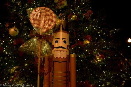 Christmas tree guard