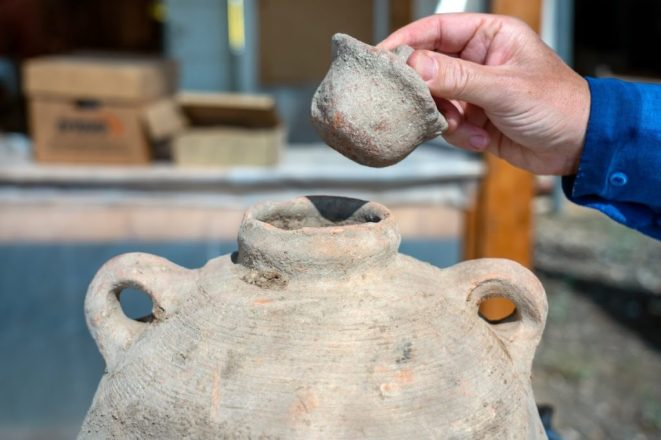 Gaza jar and lid discovered in the excavation. Photo by Yaniv Berman, Israel Antiquities Authority