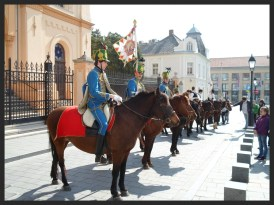 Hussars in Kossuth tér