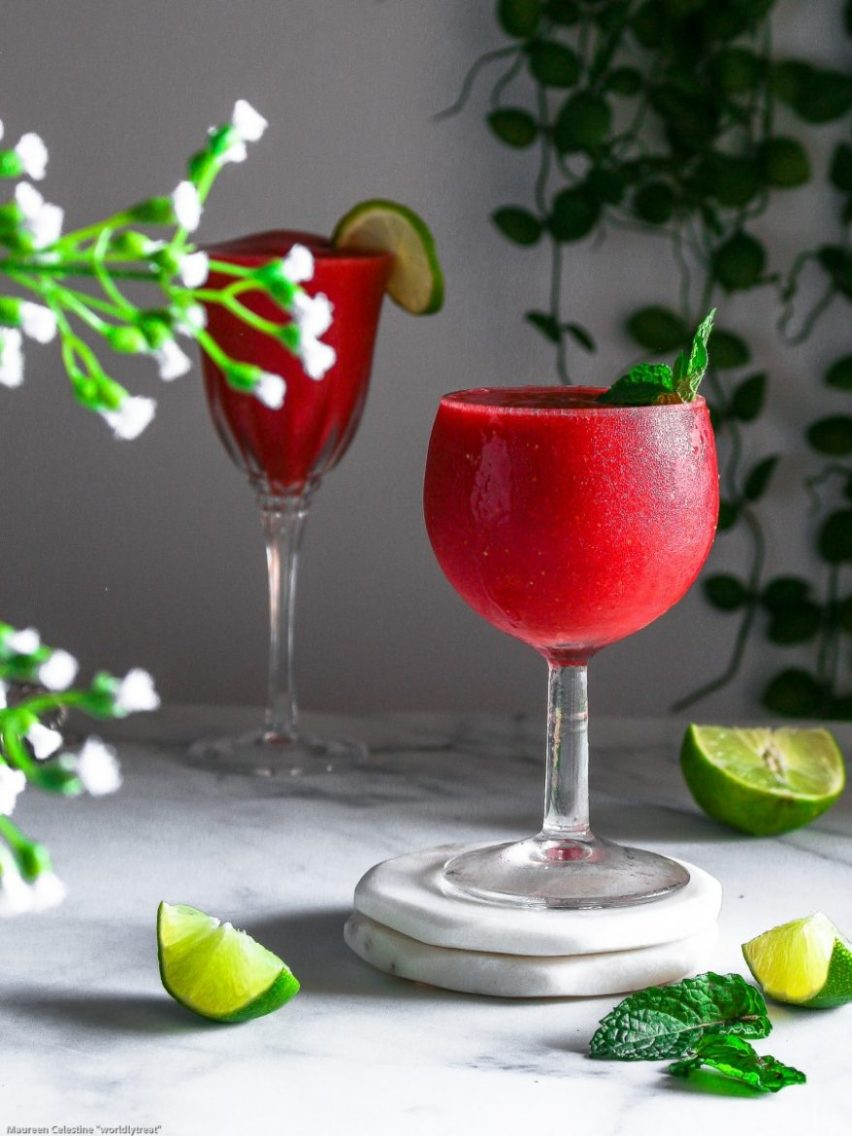 EASY FROZEN STRAWBERRY COCKTAIL