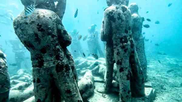 Gili Meno Underwater Sculpture Park 2 - 720 16x9