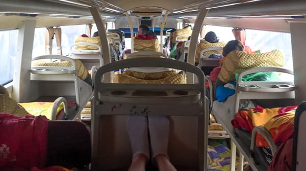 How to get to SaPa by bus