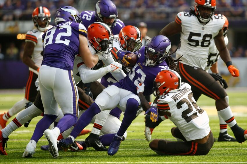 After shaky performance against Brown, Vikings' offensive line wants to 'put a better product out there'