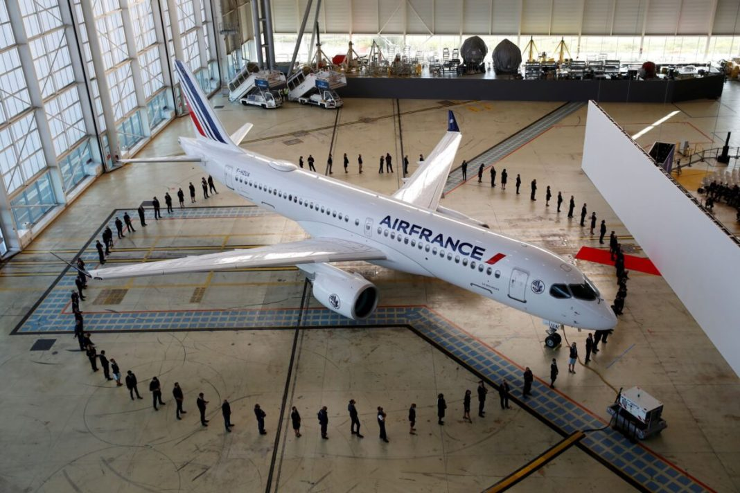Air France-KLM unveils 220 jets in the shadow of SuperJumbo