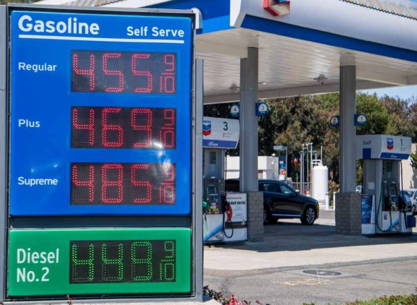 Bay Area gasoline prices stay sky-high: COVID economy snapshot