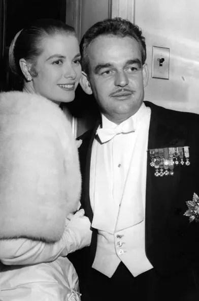 Le-prince-Rainier-III-de-Monaco-avec-Grace-Kelly-le-1er-janvier-1956[4407]