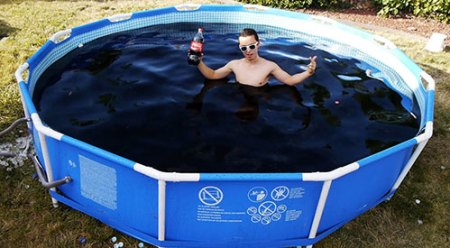 Coca-Cola-Swimming-Pool