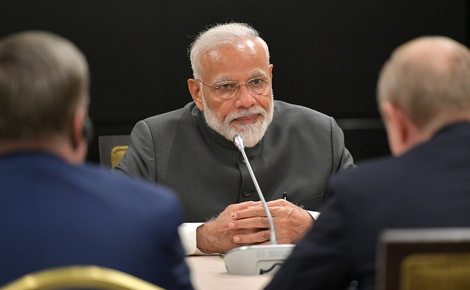 Modi does not book hotel when he stops in airport on foreign tour