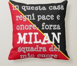 Cuscino del Milan visto di fronte