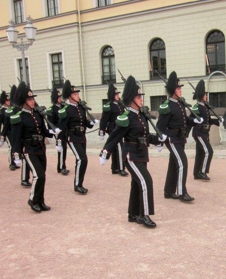 Garde-Ablösung vorm Royal Palace
