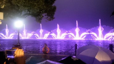 Water light show at night 7pm (every day)