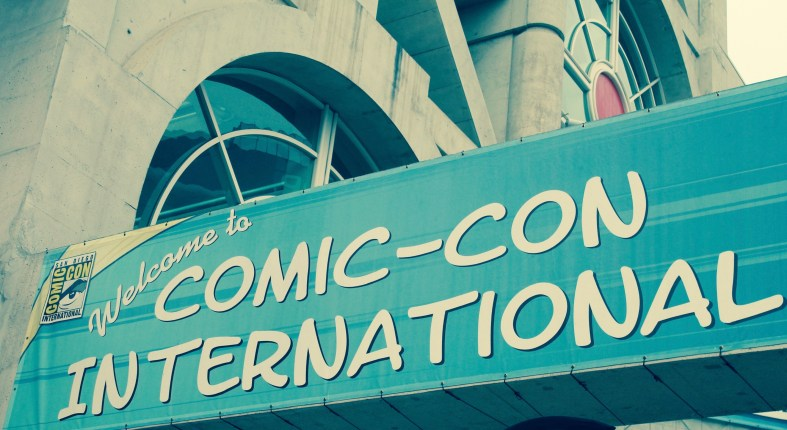 Sign welcoming tourists to comicon international