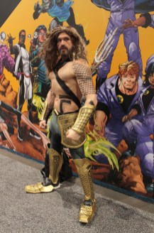 Aquaman passing with gold armour