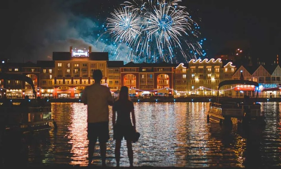 Where to go on holiday in September - Shows theme park fireworks in Orlando