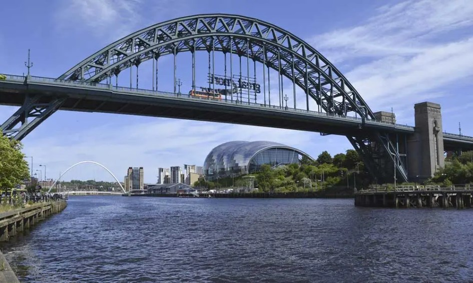 Depicts the River Tyne and Tyne Bridge in Newcastle