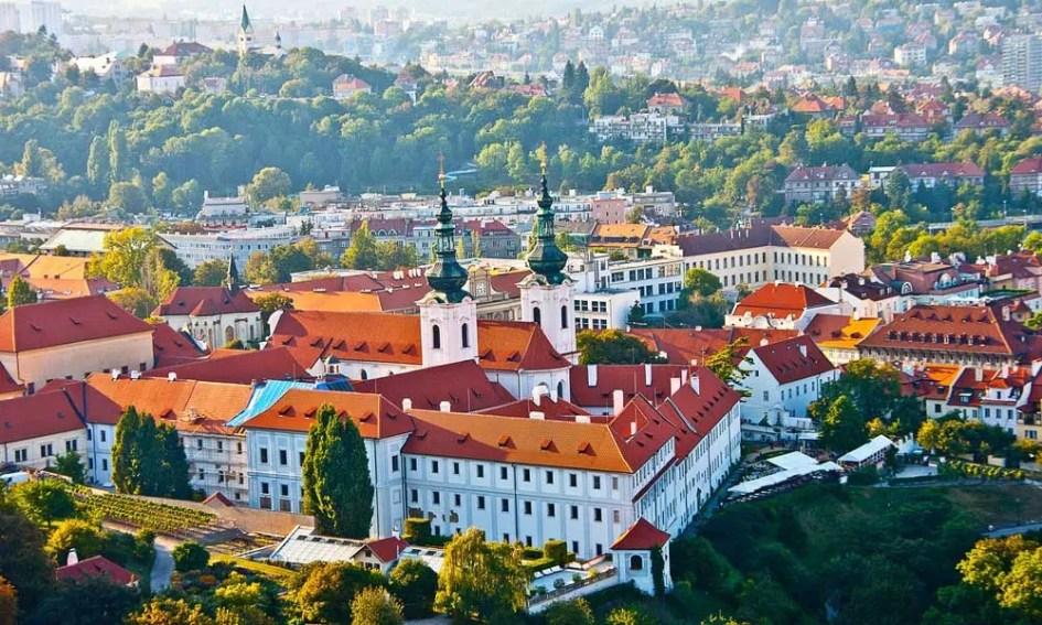 Show Prague city castle from above - best July city break ideas
