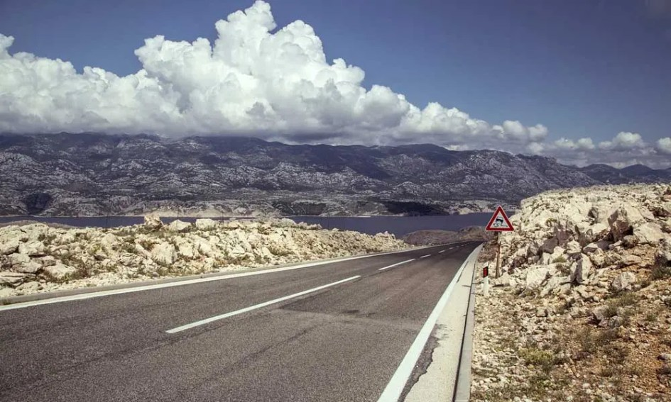How to get to Novalja - Shows Pag road from a car