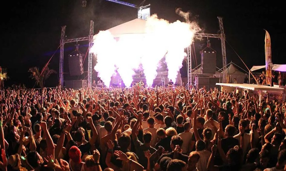 Zrce Beach nightlife guide - Shows outdoor beach club party