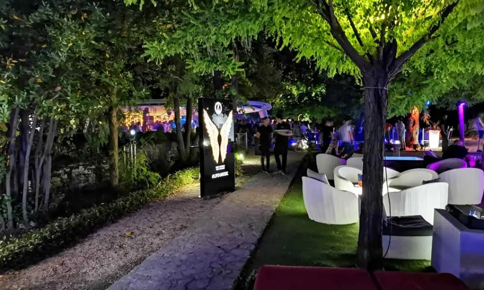 Shows outdoor area of Ledana nightclub - Zadar nightlife