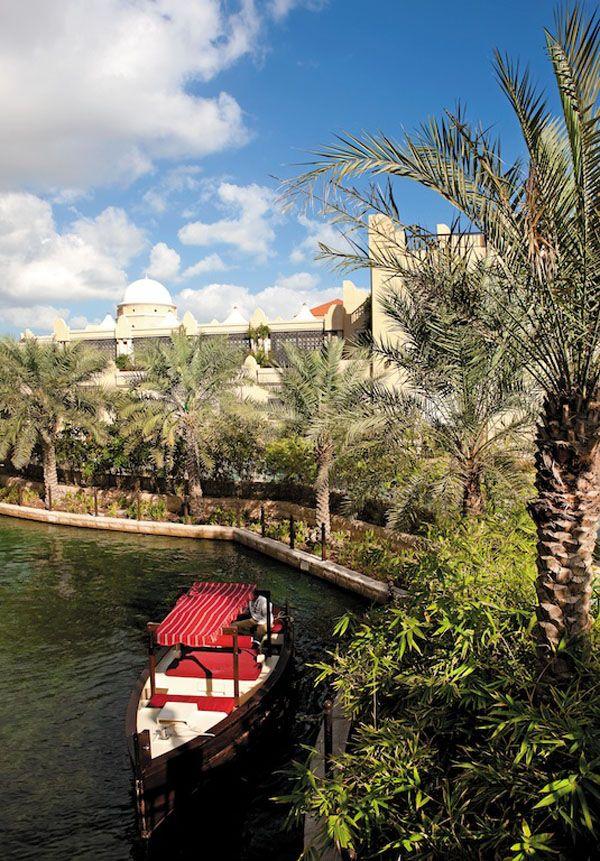 Wassertaxi (Abra) im Hotelbereich