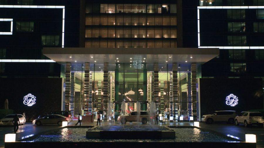 Haupteingang zum Hotel Fairmont Bab al Bahr