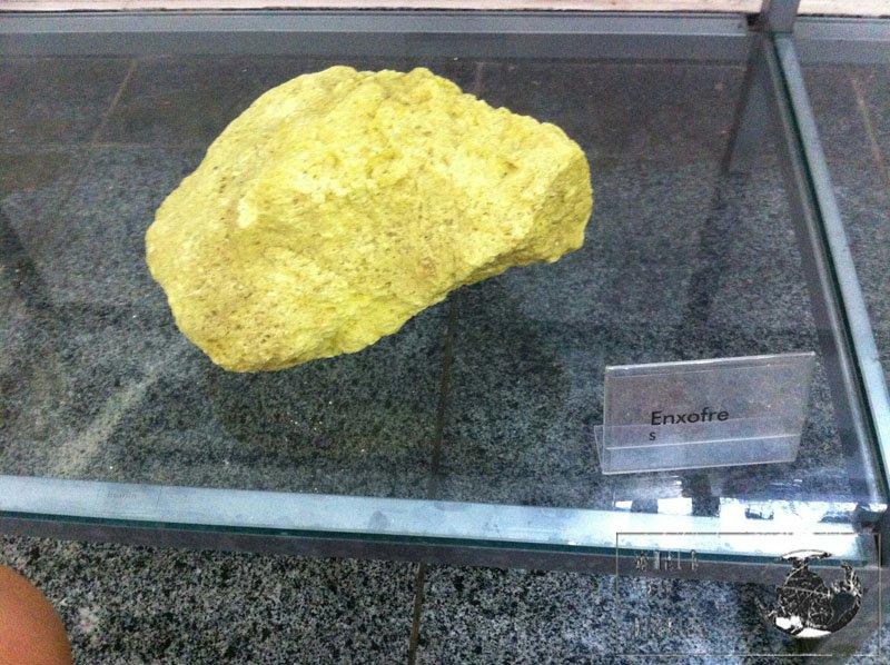 sulphur stone